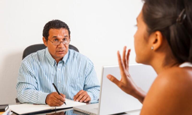 Analizar el lenguaje del entrevistado puede ser el primer paso para detectar a una persona negativa.(Foto: iStock by Getty Images )