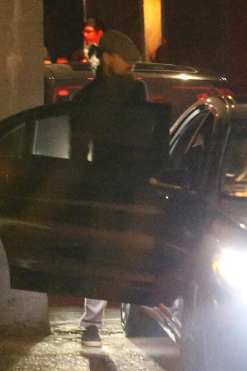 Leonardo DiCaprio fue parte del grupo que salió con Justin Bieber al convoy que los esperaba para llevarlos a otro lugar.