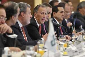 En reunión con el exsecretario de Hacienda,