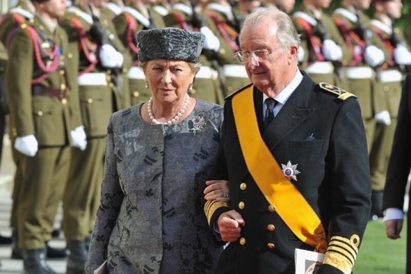 El príncipe Felipe, la reina Paola y el rey Alberto II están bajo los reflectores por una nueva publicación que expone los polémicos secretos de la familia.
