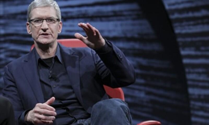 Tim Cook, CEO de Apple, dijo que se ha reunido con los propietarios de contenido televisivo. (Foto: Reuters)