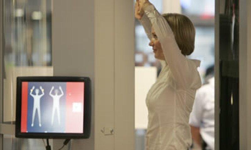 Los miembros de la UE y sus aeropuertos no están obligados a usar escáneres de seguridad. (Foto: AP)