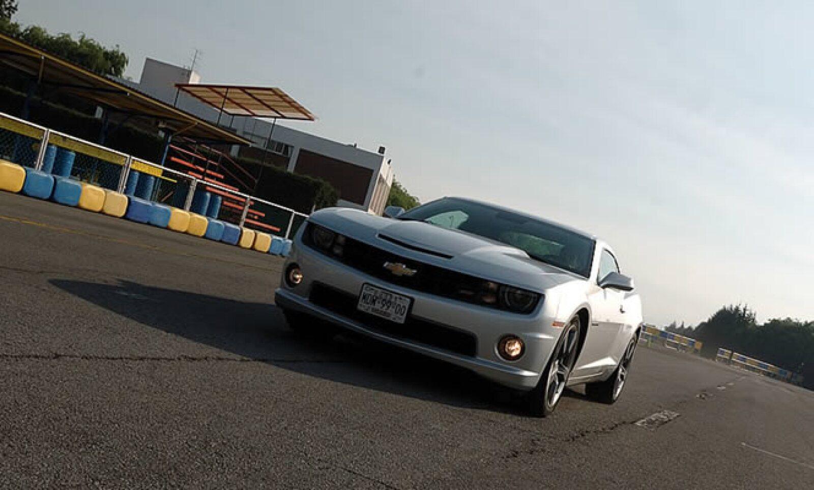 """Un diseño que toma elementos de los viejos Camaro y lo reinterpreta para lograr el """"muscle car"""" del nuevo milenio."""