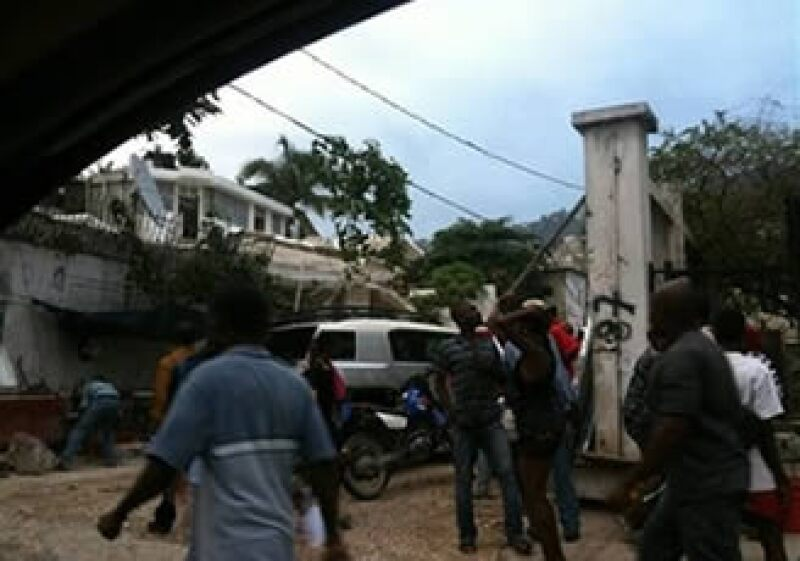 Los usuarios de Twitter colocan fotografías sobre la situación en Haití. (Foto: AP)