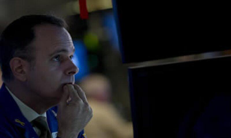 El S&P 500 retrocedía 0.09% tras registrar su mayor alza en un periodo de cinco días desde 2011. (Foto: Reuters)