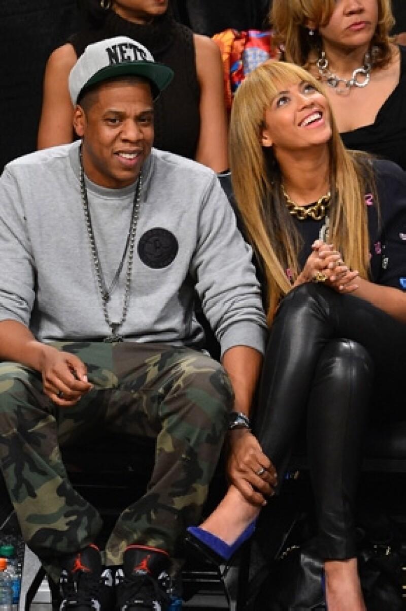 La cantante dijo durante una entrevista que escuchar la canción `Make Love to Me´ le hace querer hacer el amor con su esposo.