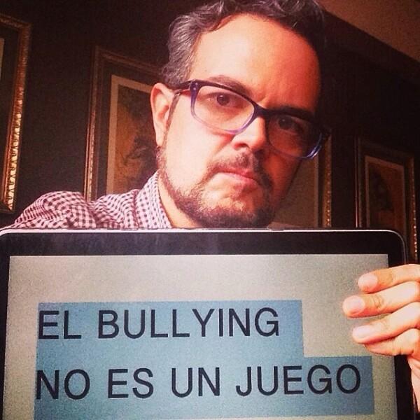 """Aleks Syntek se integró a """"El bullying no es un juego""""."""