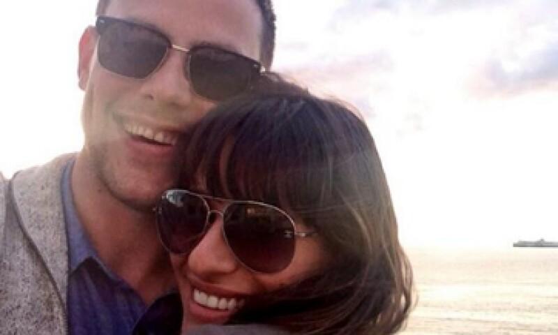 Lea Michele acompañó el mensaje en Twitter con una foto en la que aparece con Montieth. (Foto: Tomada de blog.twitter.com/2013/this-year-on-twitter)