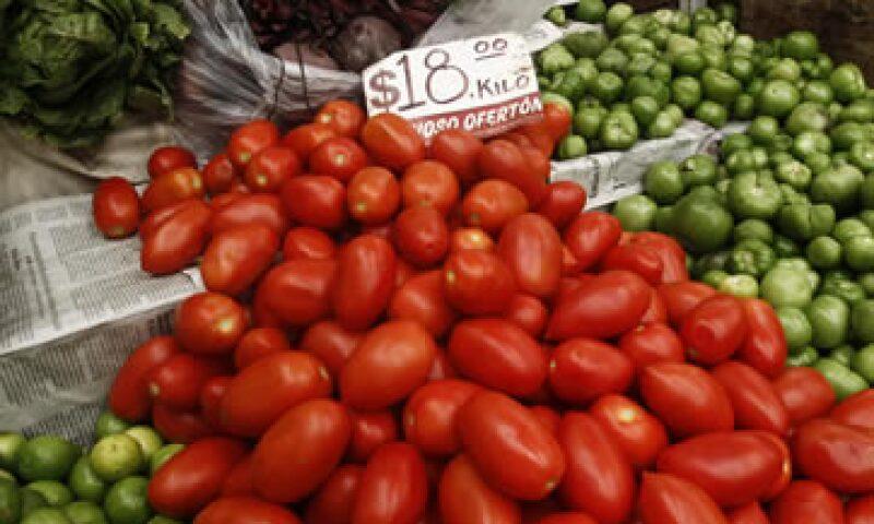 Entre los productos que más subieron de precio están el jitomate. (Foto: Cuartoscuro)