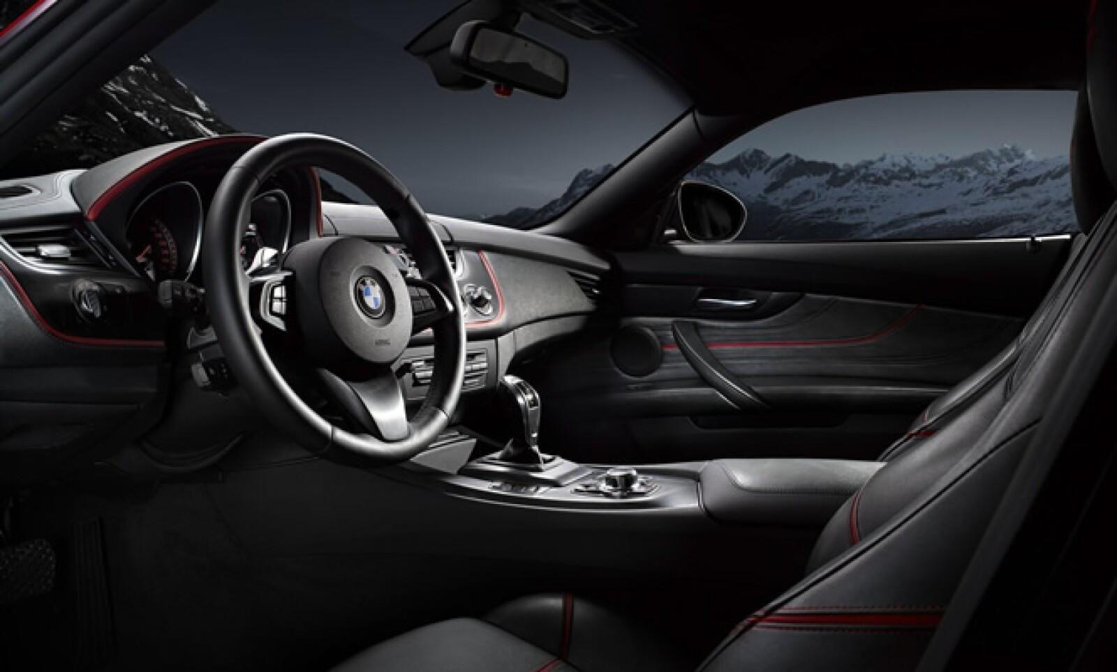El interior presenta una disposición y estilo típicos de la marca alemana pero con un plus de refinamiento impuesto con mejores materiales y terminaciones.