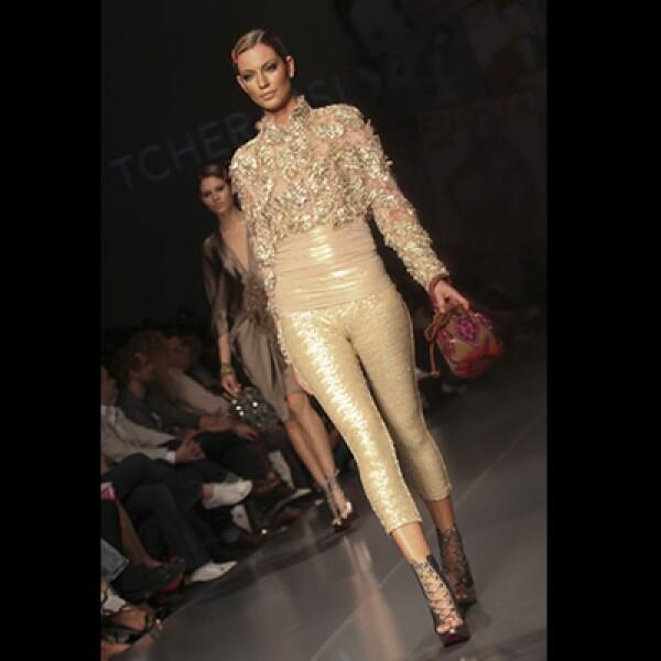 Silvia Therassi diseñó un espectáculo para cerrar el evento, con colores plateados y dorados.