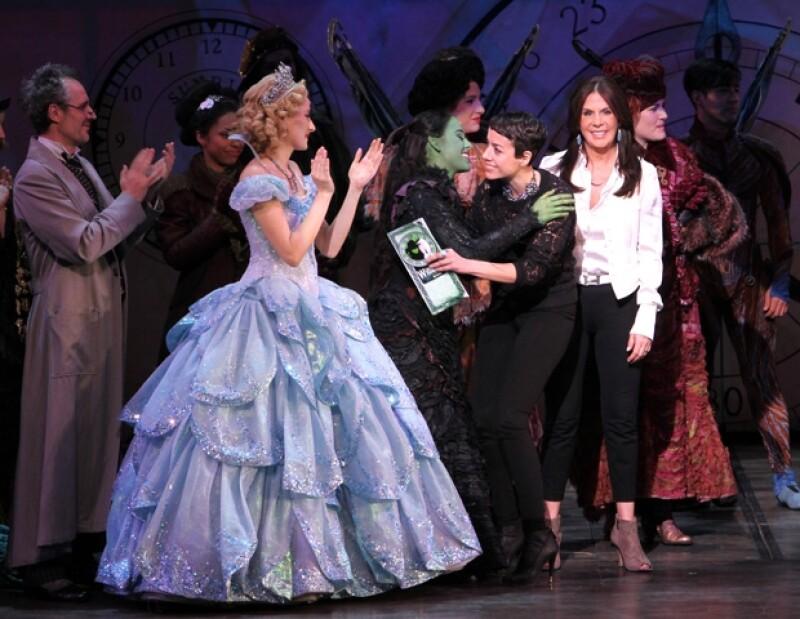 Las protagonistas de la puesta en escena vivieron un lunes mágico con la develación de la placa conmemorativa por las 100 exitosas funciones del musical.