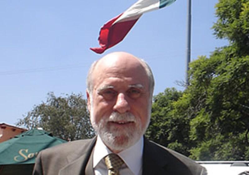 Vinton Cerf, vicepresidente de Google, visitó al Presidente Felipe Calderón el martes después de su conferencia. (Foto: Mario de la Rosa)