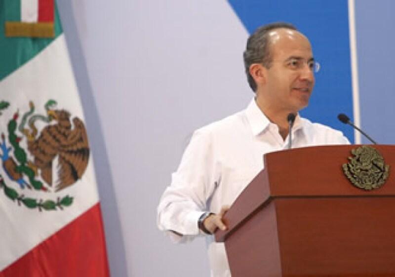 Calderón Hinojosa dijo que para su Gobierno no ha sido fácil tomar medidas como la reducción del gasto, el planteamiento de cerrar secretarías o la extinción de Luz y Fuerza del Centro. (Foto: Notimex)