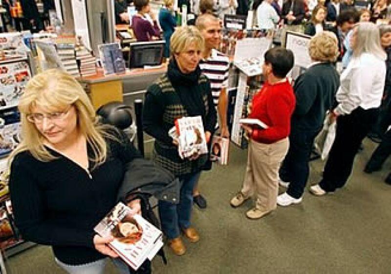 Las tiendas de libros de Barnes & Noble han recentido la baja en ventas por los formatos de libros digitales.  (Foto: Reuters)