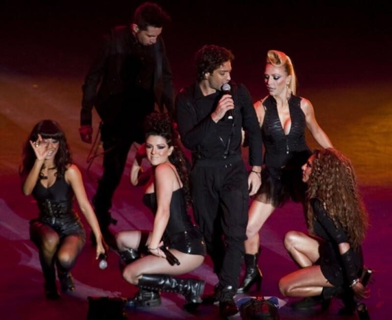 La banda sorprende a fans con las participaciones especiales de Motel, Kalimba y Paty Cantú.