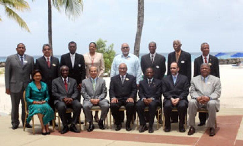 El presidente Felipe Calderón Hinojosa se tomó la foto oficial con los miembros de Caricom. (Foto: Notimex)