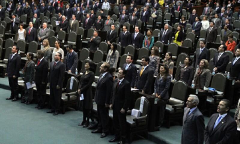 Los diputados indicaron que la falta de pago al instituto afecta los servicios que éste presta a los derechohabientes. (Foto: Notimex)