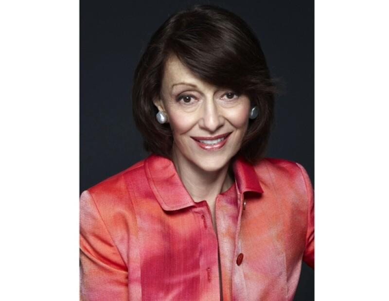 Evelyn Lauder se ha dedicado gran parte de su vida a llevar el mensaje de concientización sobre el cáncer de mama.