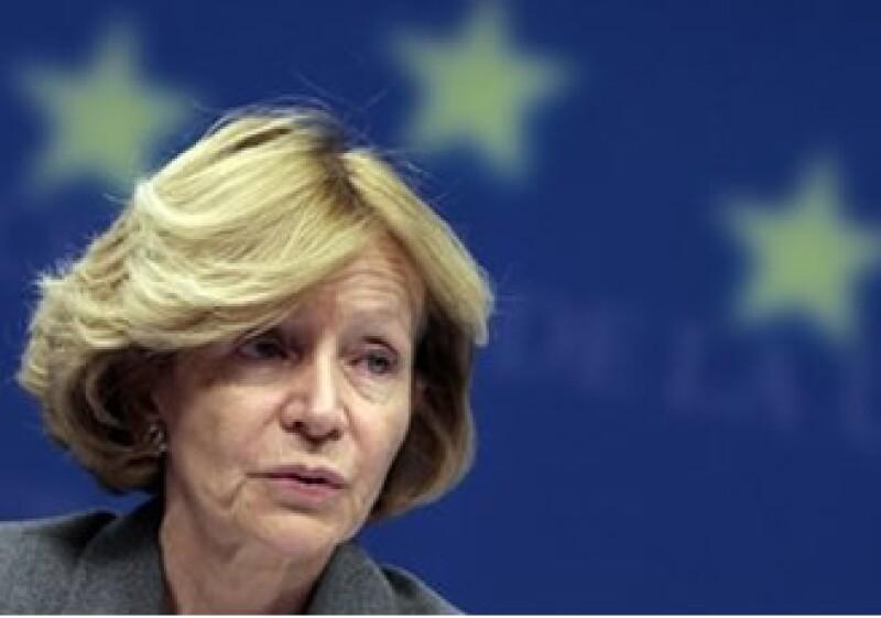 La ministra española de finanzas, Elena Salgado, advirtió las consecuencias de las condiciones de la UE para ayudar a España. (Foto: AP)