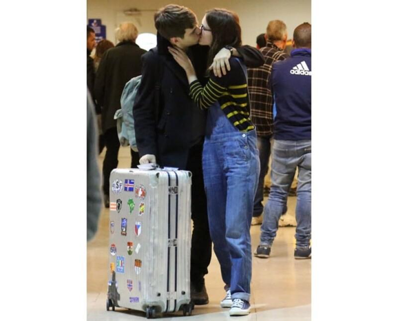 Desde que fue a recoger a su novio al aeropuerto ella se veía muy emocionada y feliz por el gran día.
