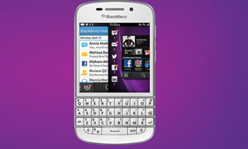 El modelo Q10 incluye el teclado físico que valoran muchos seguidores de la marca. (Foto: Tomada de global.blackberry.com)