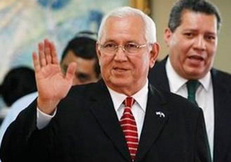 El Gobierno de facto, comandado por Roberto Micheletti, busca una salida al conflicto en Honduras. (Foto: Reuters)