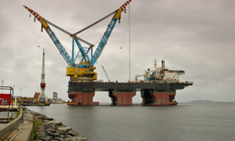 El petróleo operó entre los 95.90 y los 97.79 dólares. (Foto: Photos to go)