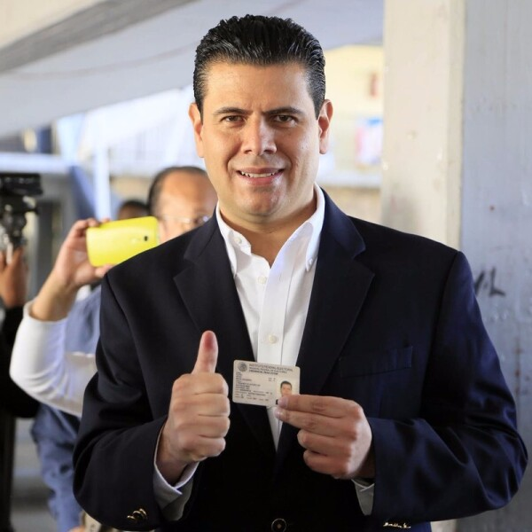 El gobernador de Zacatecas, Miguel Alonso Reyes, quien asumió el cargo en 2010, acudió a emitir su voto.