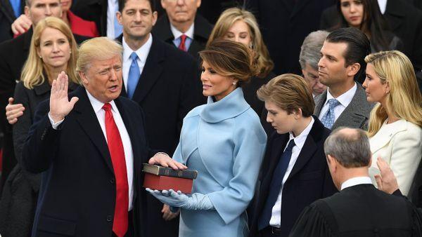 Trump jura como el presidente 45 de Estados Unidos