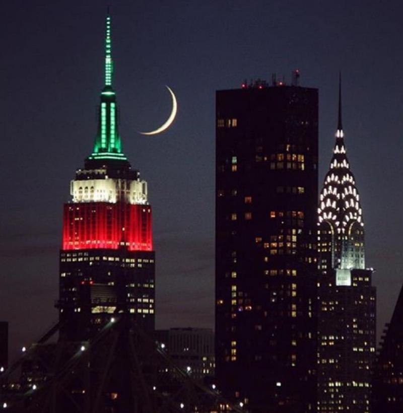 El Empire State Building se iluminó de los colores de la bandera mexicana.
