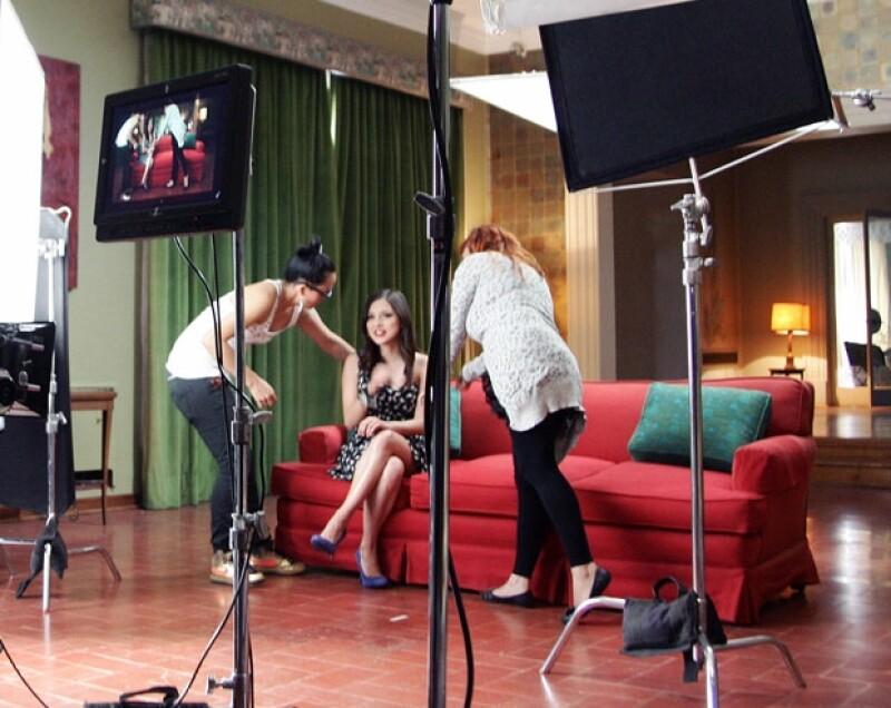 Paty Cantú siempre estuvo muy atenta de su imagen durante la grabación del videoclip.