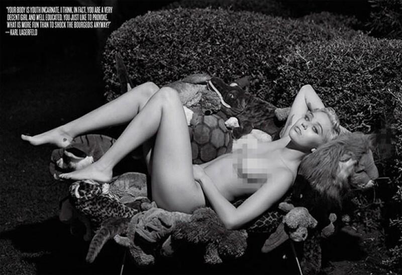 Así posó Miley para Karl Lagerfeld en V Magazine.
