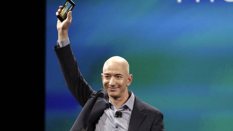"""El CEO de Amazon dijo emocionado que el Fiere Phone está dirigido a sus clientes más conectados. """"¿Podemos construir un mejor teléfono para los clientes Premium de Amazon?...sí"""", respondió."""