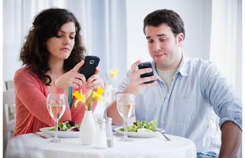 En las primeras citas puedes llevarte varias sorpresas, pero éste es el momento perfecto para darte cuenta de que no es la persona indicada para ti. Aquí las 10 señales de un pésimo first date.