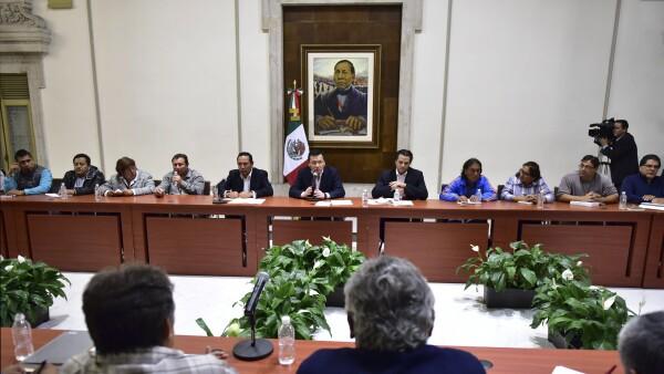Entre Osorio Chong y miembros del magisterio opositor.