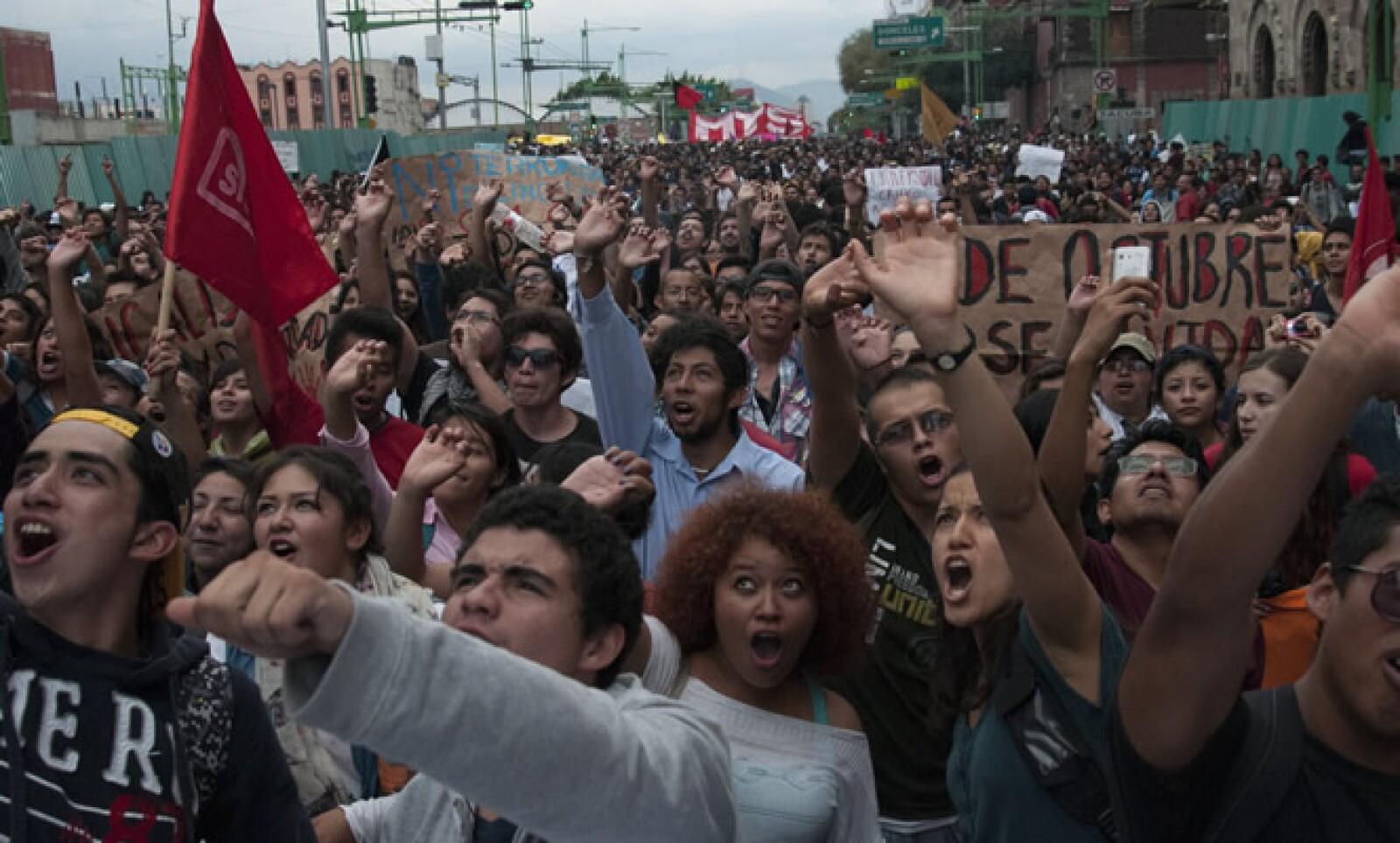En la marcha por la conmemoración del 46 aniversario de la matanza de Tlatelolco los líderes del movimiento de 1968 aplaudieron las acciones de los alumnos del IPN contra reformas en la institución.