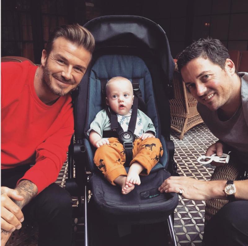El futbolista es padrino de su primogénito, Sailor quien tuvo al lado del comentarista David Gardner.