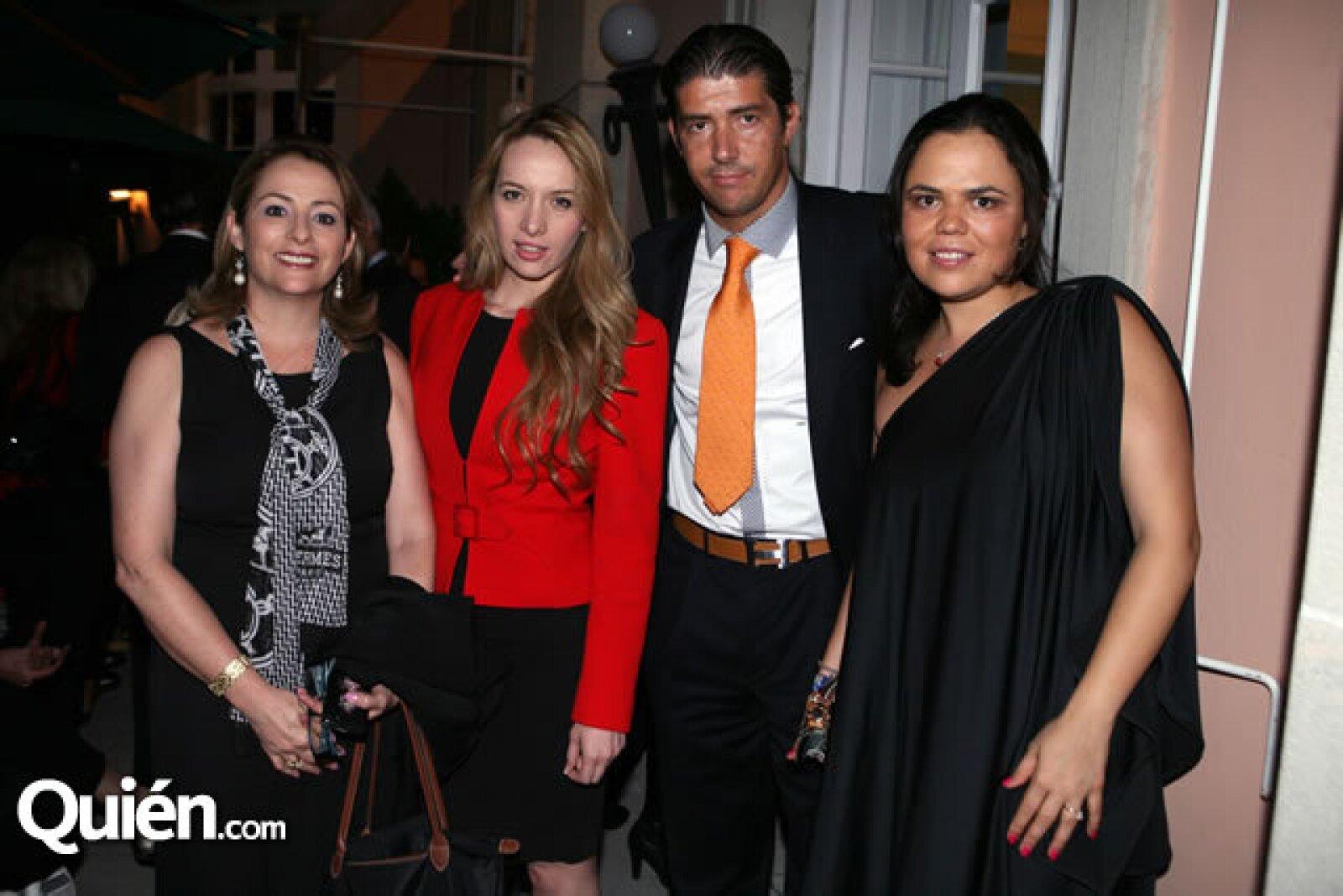 Teresa Smith,Carmen Gutiérrez,Santiago Balbin,Mariana Gómez del Campo