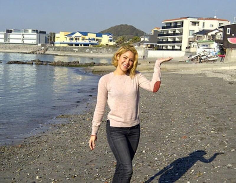 La cantante lució muy contenta de estar en el país de oriente.