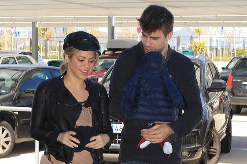 Piqué fue a dejar a su pareja con su hijo al aeropuerto de Barcelona.