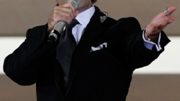 El cantante no sólo envió su apoyo a Monterrey vía twitter sino que, tras los daños ocasionados por la tormenta tropical `Alex´, aseguró que entregará parte de las ganancias para ayudar a las víctimas