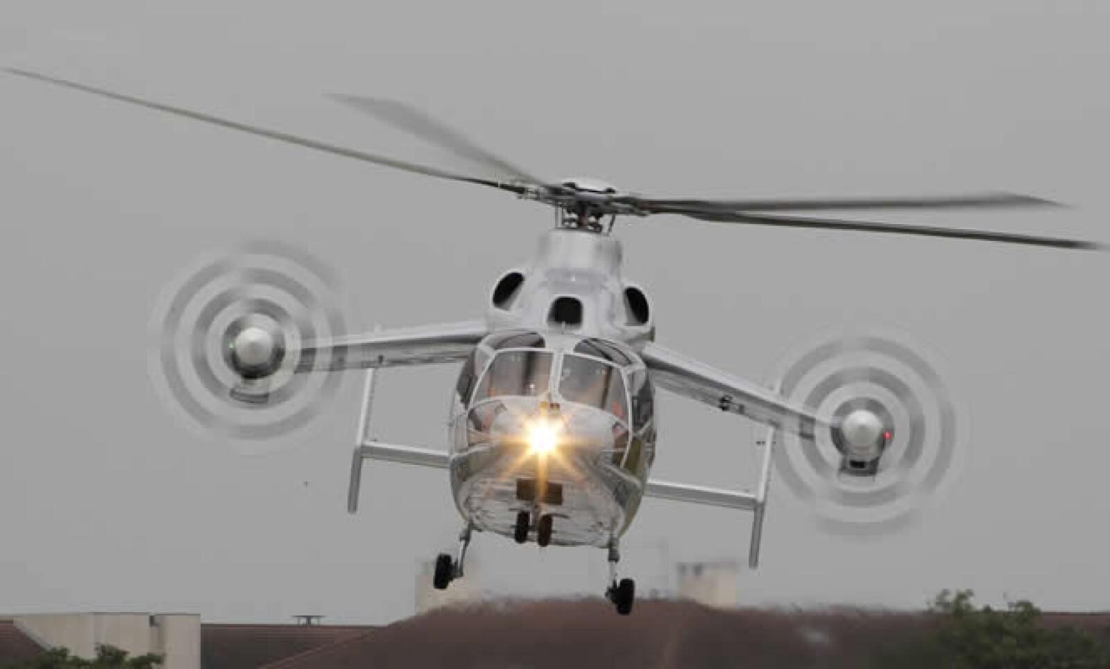 Un helicóptero 'Eurocopter X3' participa en una exhibición de vuelo para el presidente francés, Nicolas Sarkozy.