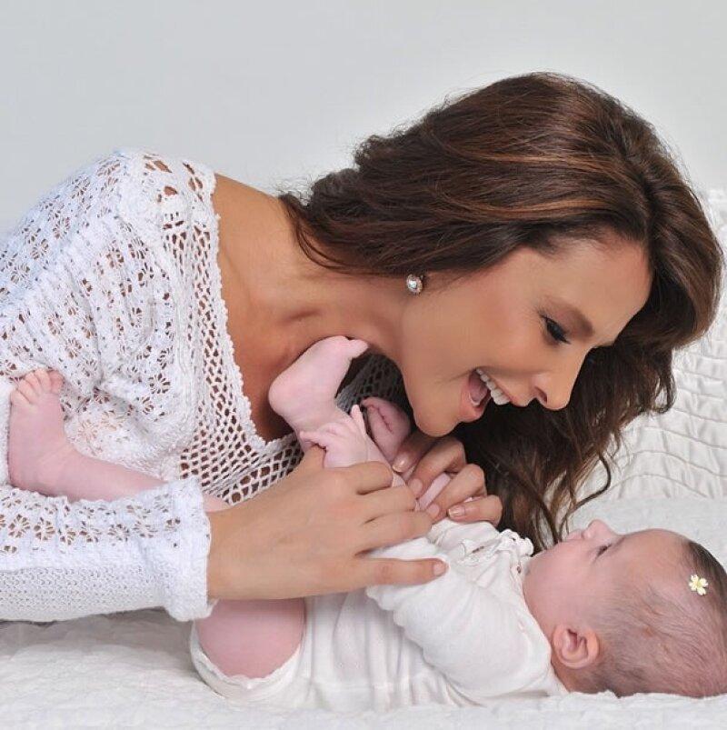 Después de varios años de trámites, la actriz Lorena Rojas se convirtió en madre de Luciana, a quien adoptó en octubre del 2013.