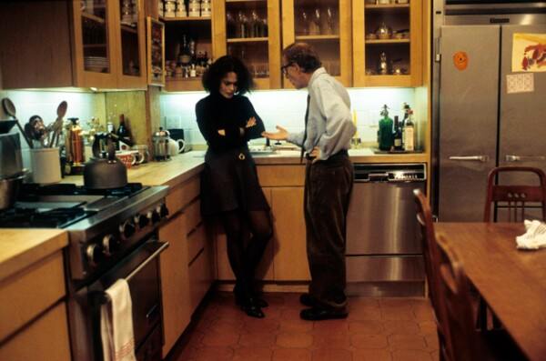 Helena Bonham Carter como Amanda, esposa de Lenny