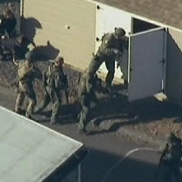 policias entran a sandy hook