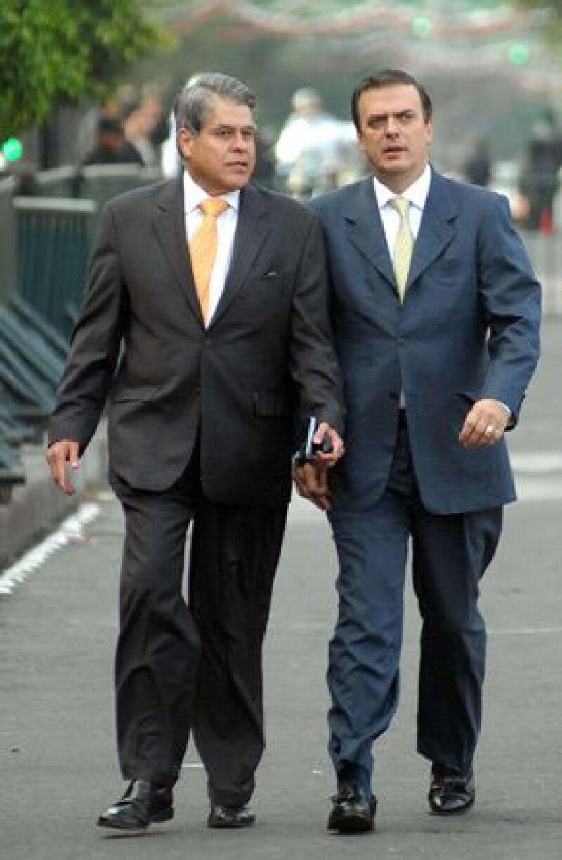 El Jefe de Gobierno estuvo sentado en la fila de los gobernadores y escuchó atento el mensaje, a pesar de que en 2006 aceptó públicamente en el Zócalo que desconocía a Felipe como Presidente.