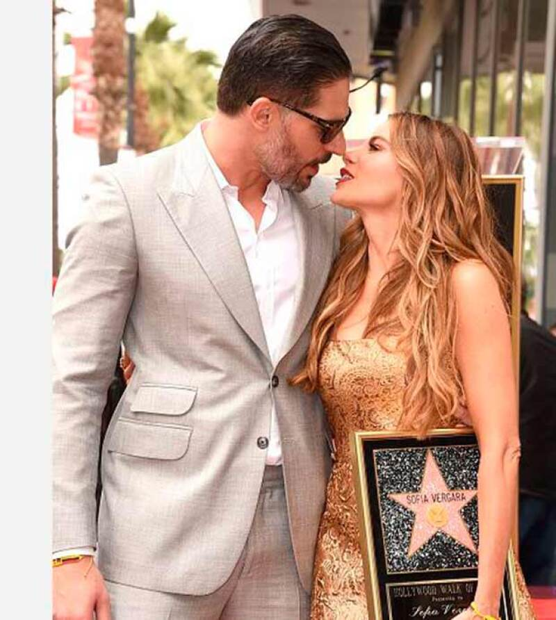 La actriz recibió la semana pasada su estrella en el Paseo de la Fama de Hollywood en compañía de su prometido.