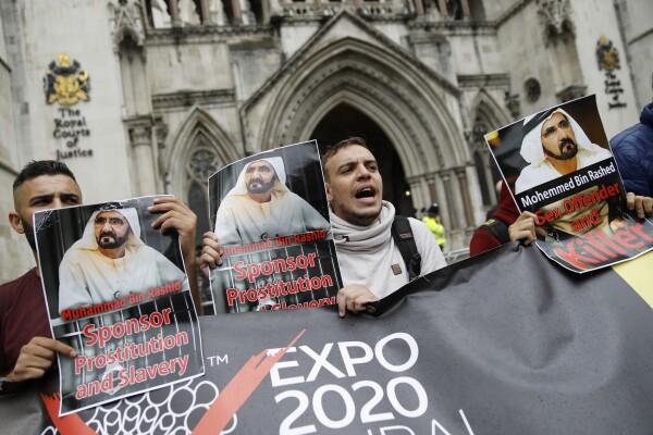 Manifestante en contra del jeque de Dubai