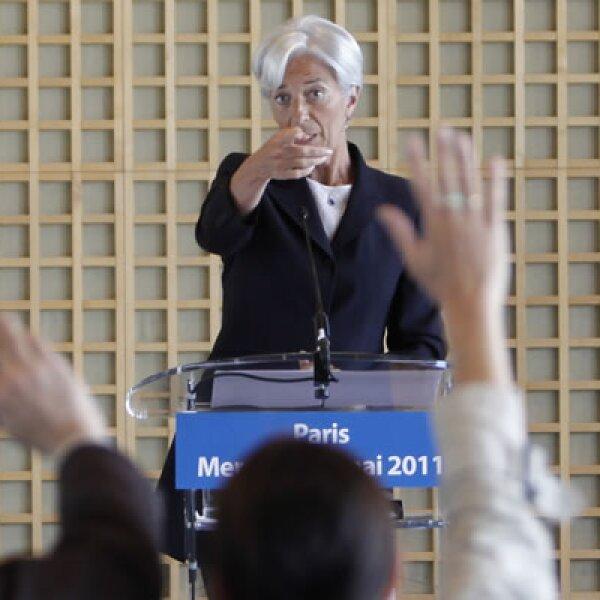 El gobernador del banco central de China, Zhou Xiaochuan, anunció el apoyo del país a la francesa, declaración con la que finaliza la neutralidad que se mantuvo frente a los aspirantes.